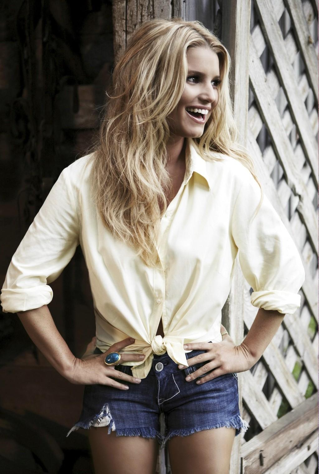 Jessica Simpson in Cutoff Jean Shorts – Jessica Simpson ...